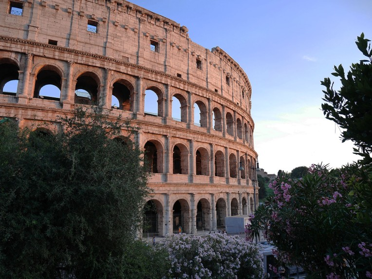 colosseum_with_flowers