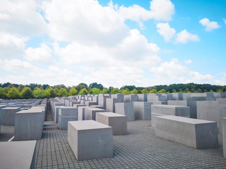 berlinholokaust.jpg